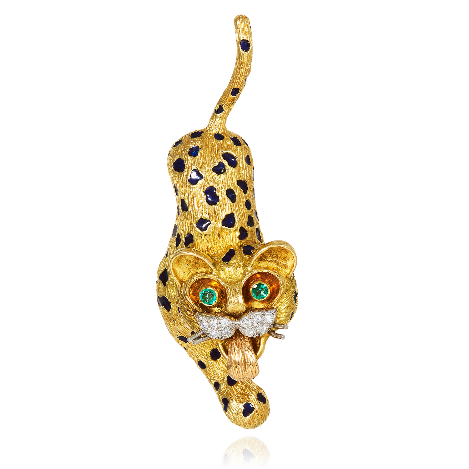 Los 61 - AN EMERALD, DIAMOND AND ENAMEL PANTHER BROOCH, KUTCHINSKY, CIRCA 1967 in 18ct yellow gold,