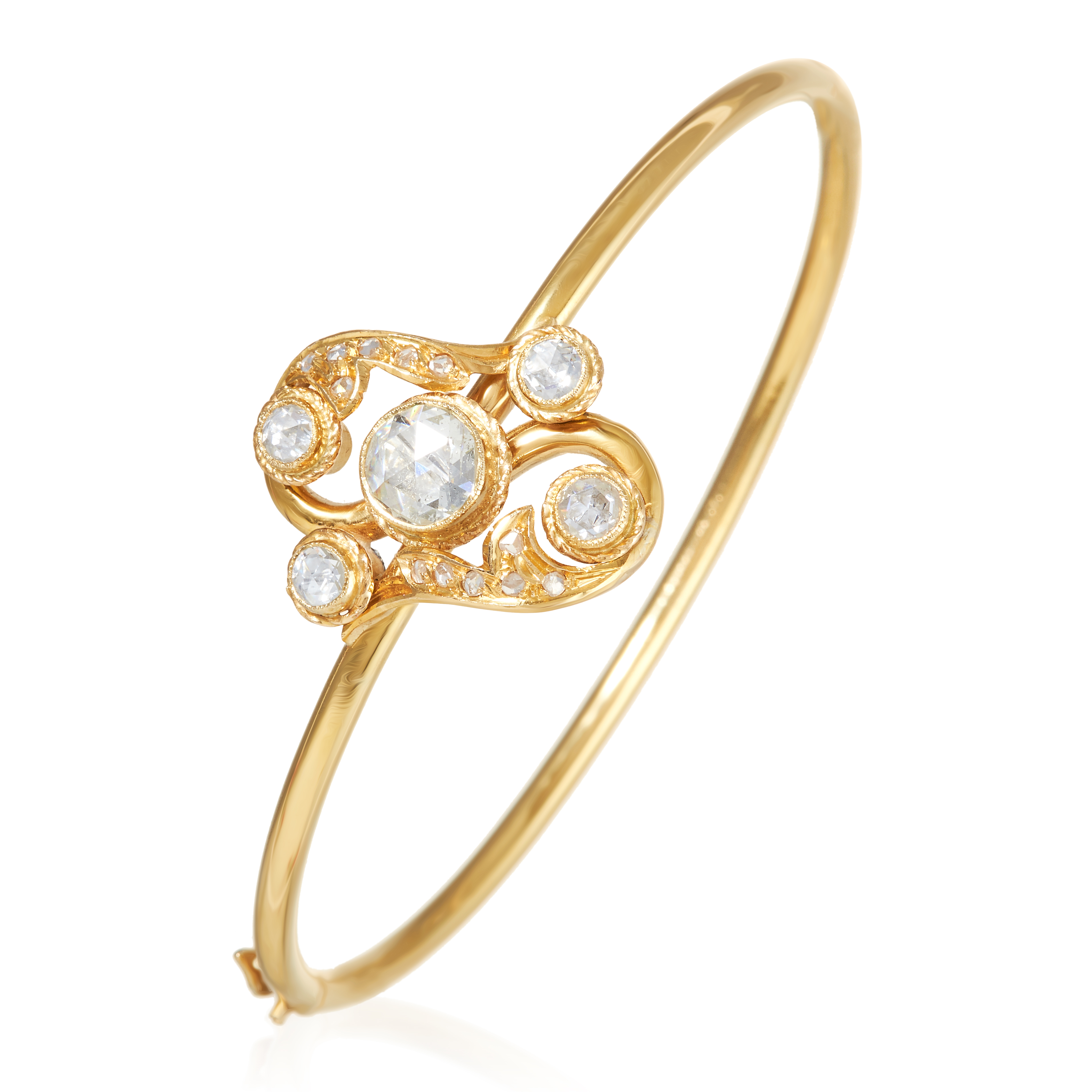 Los 19 - AN ANTIQUE DIAMOND BANGLE in high carat yellow gold, the Art Nouveau design formed of a scrolling