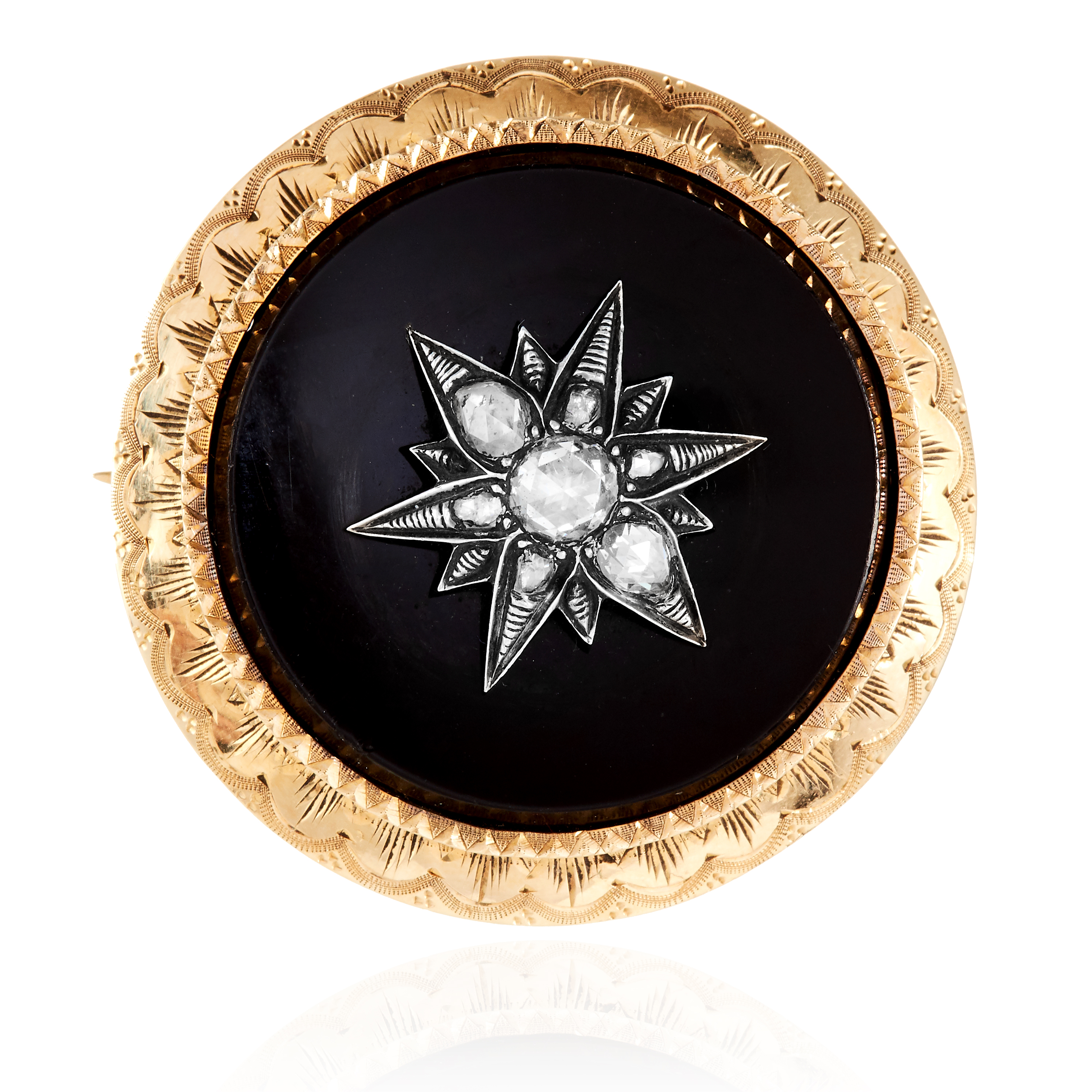 Los 17 - AN ANTIQUE DIAMOND AND ONYX BROOCH, 19TH CENTURY in high carat yellow gold, the circular polished