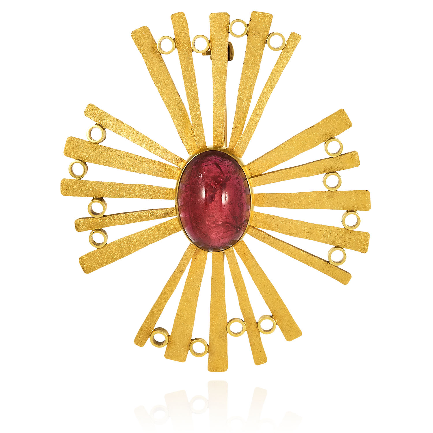 A VINTAGE TOURMALINE CROSS BROOCH in 18ct yellow gold, set with a central cabochon tourmaline,