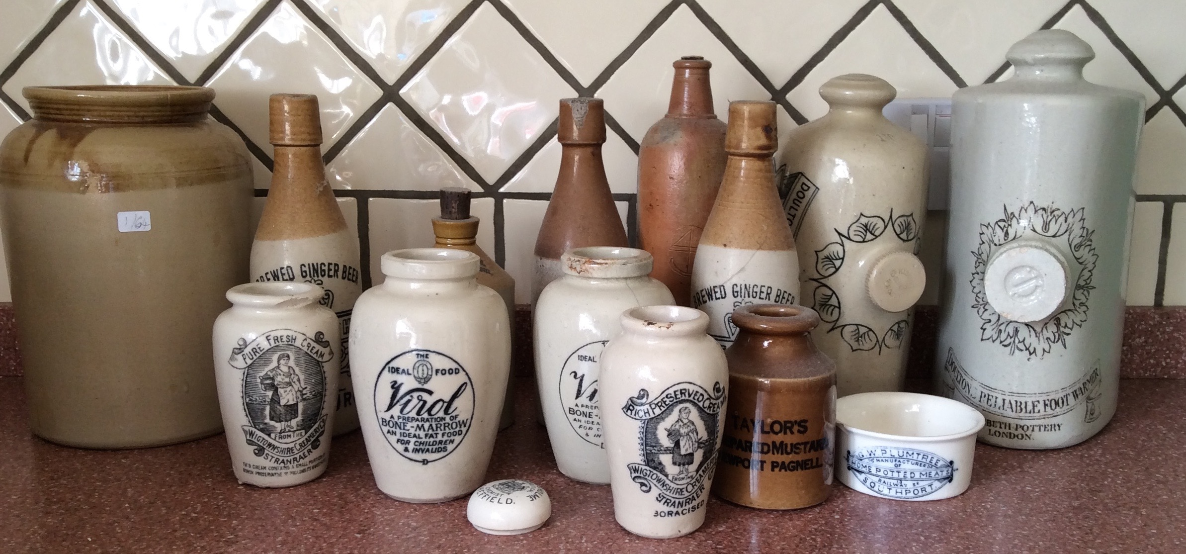 Lot 60 - Box lot stoneware inc. advertising