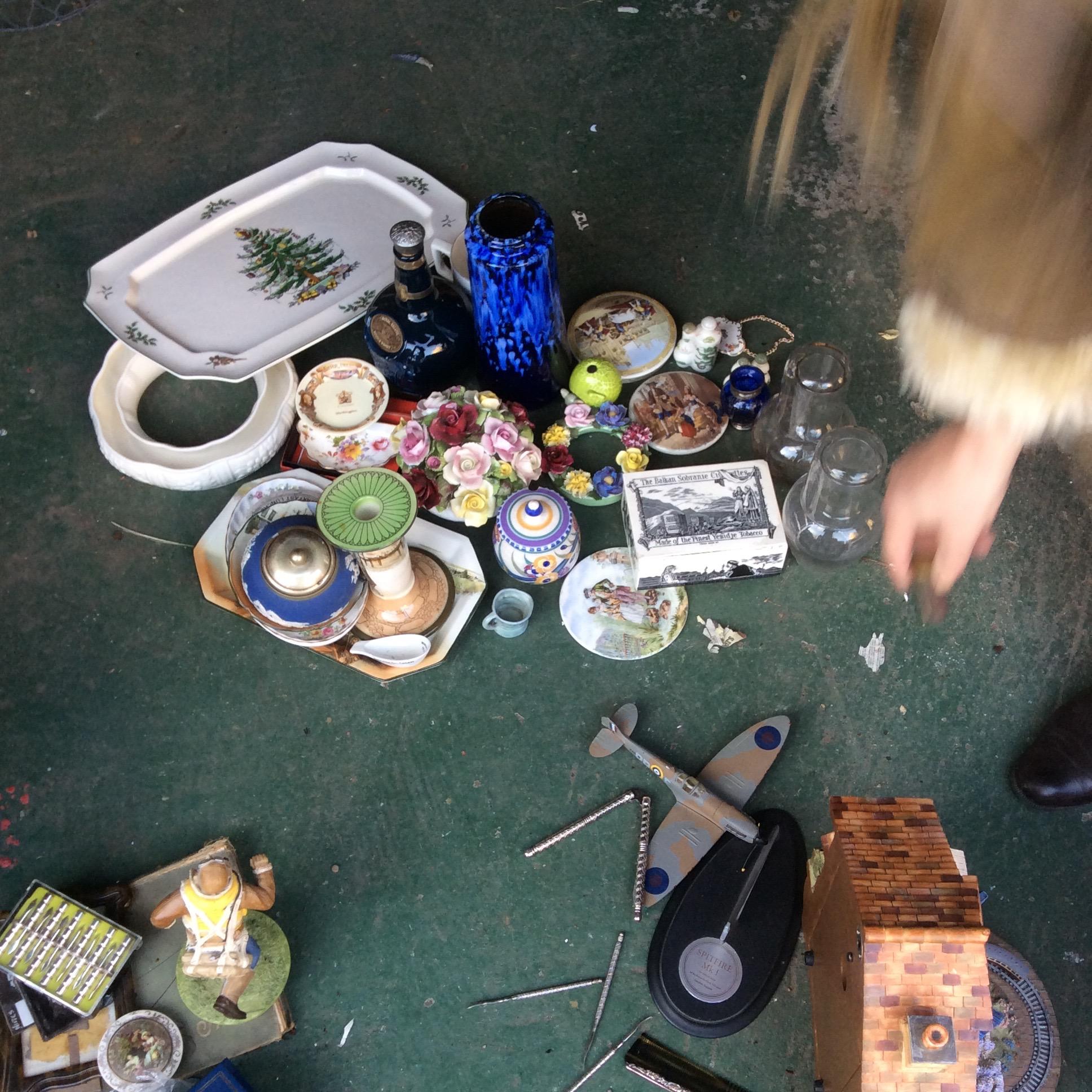Lot 32 - Box lot ceramics inc Royal Doulton etc.