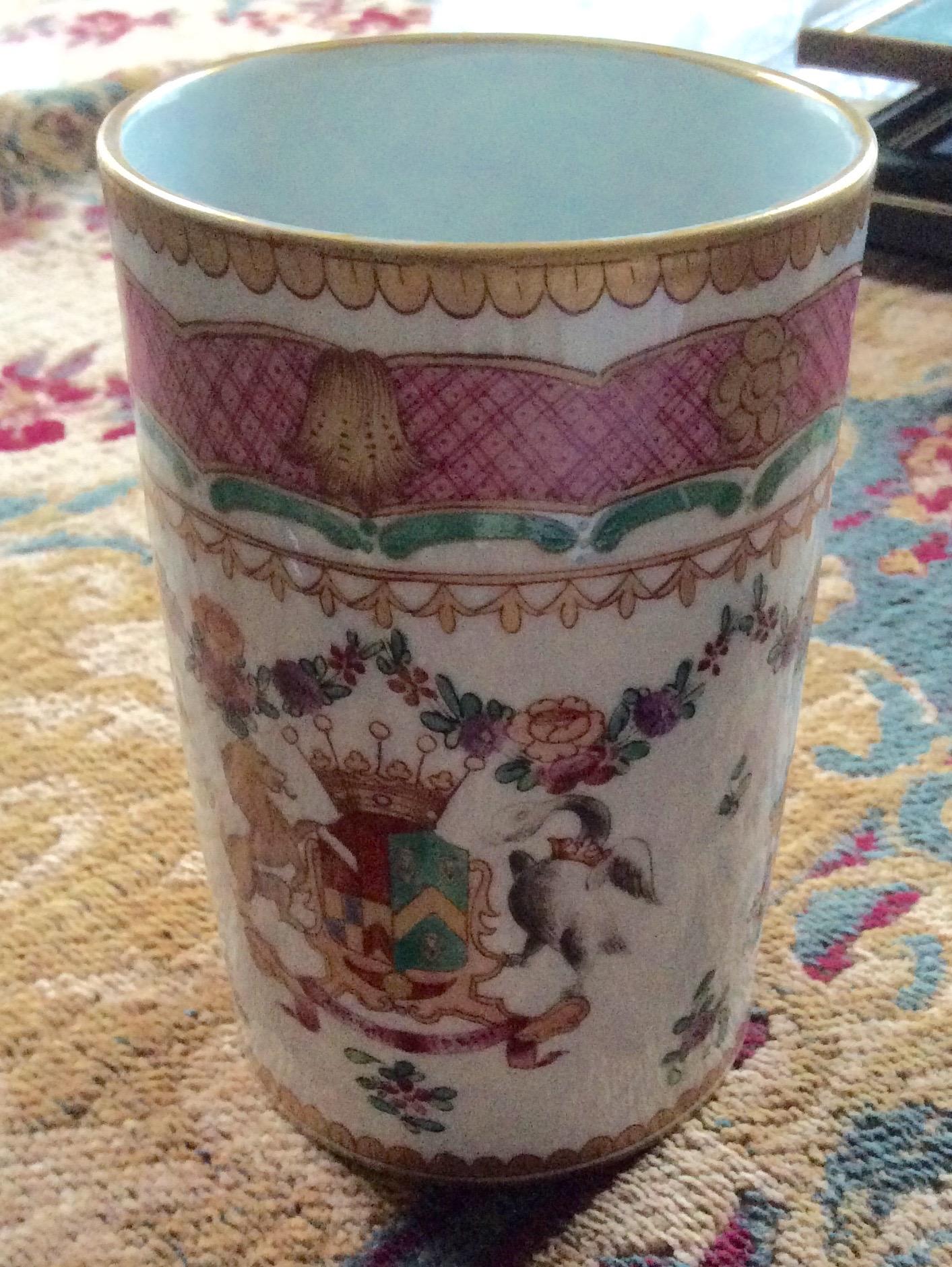 Lot 57 - Samson armorial porcelain mug in the chinese taste