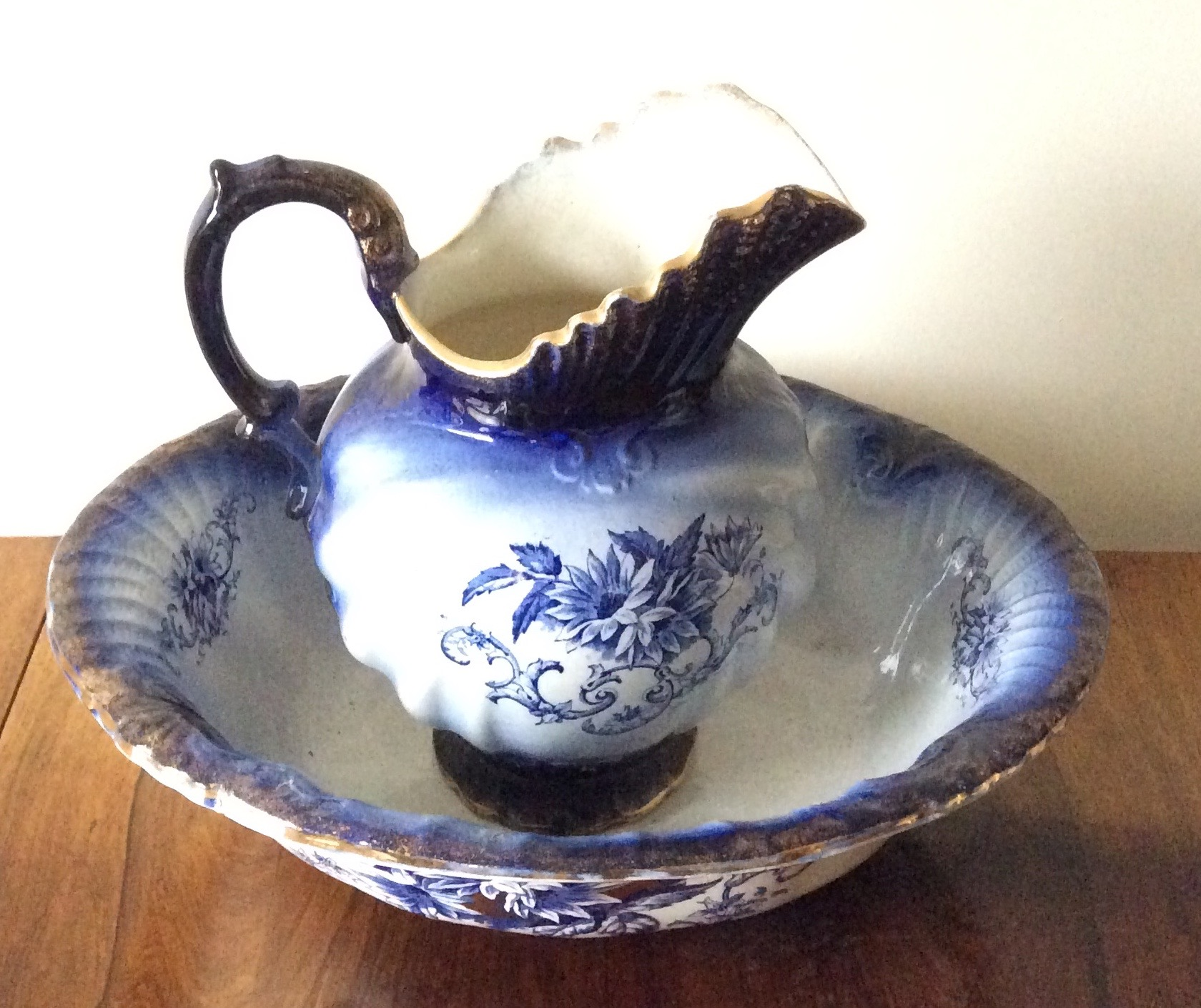 Lot 7 - Victorian earthenware jug and bowl