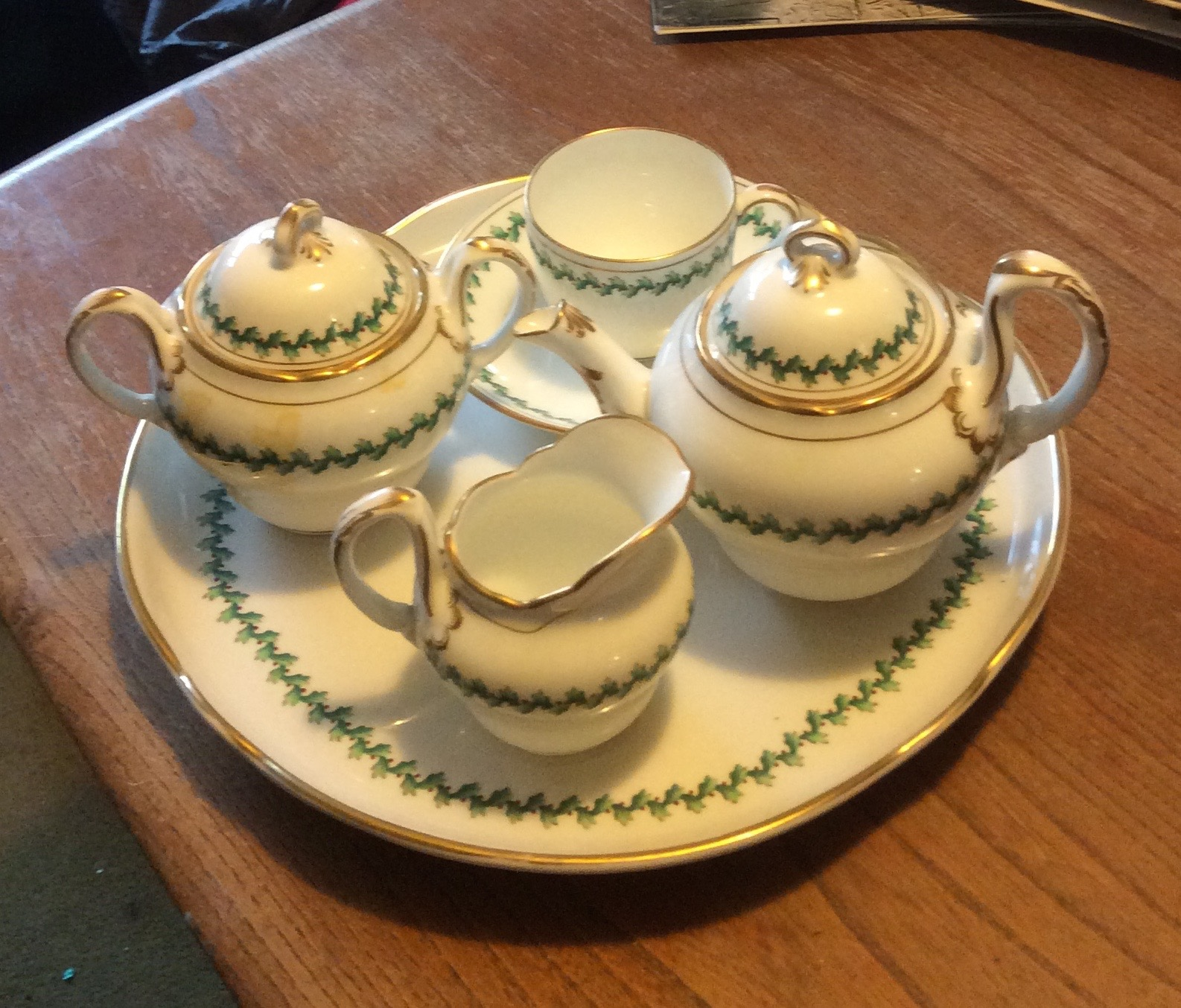 Lot 47 - English porcelain Solitaire tea service and tray
