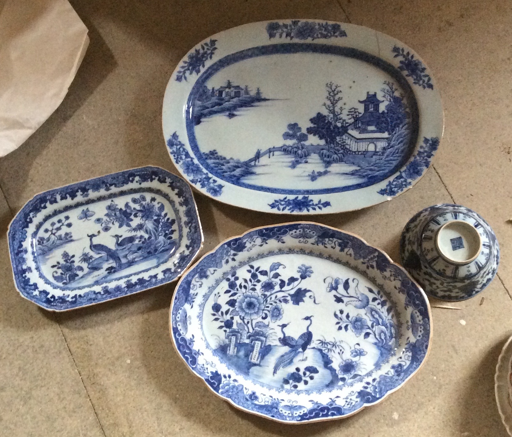 Lot 41 - Four pieces Chinese blue and white porcelain 2 a/f