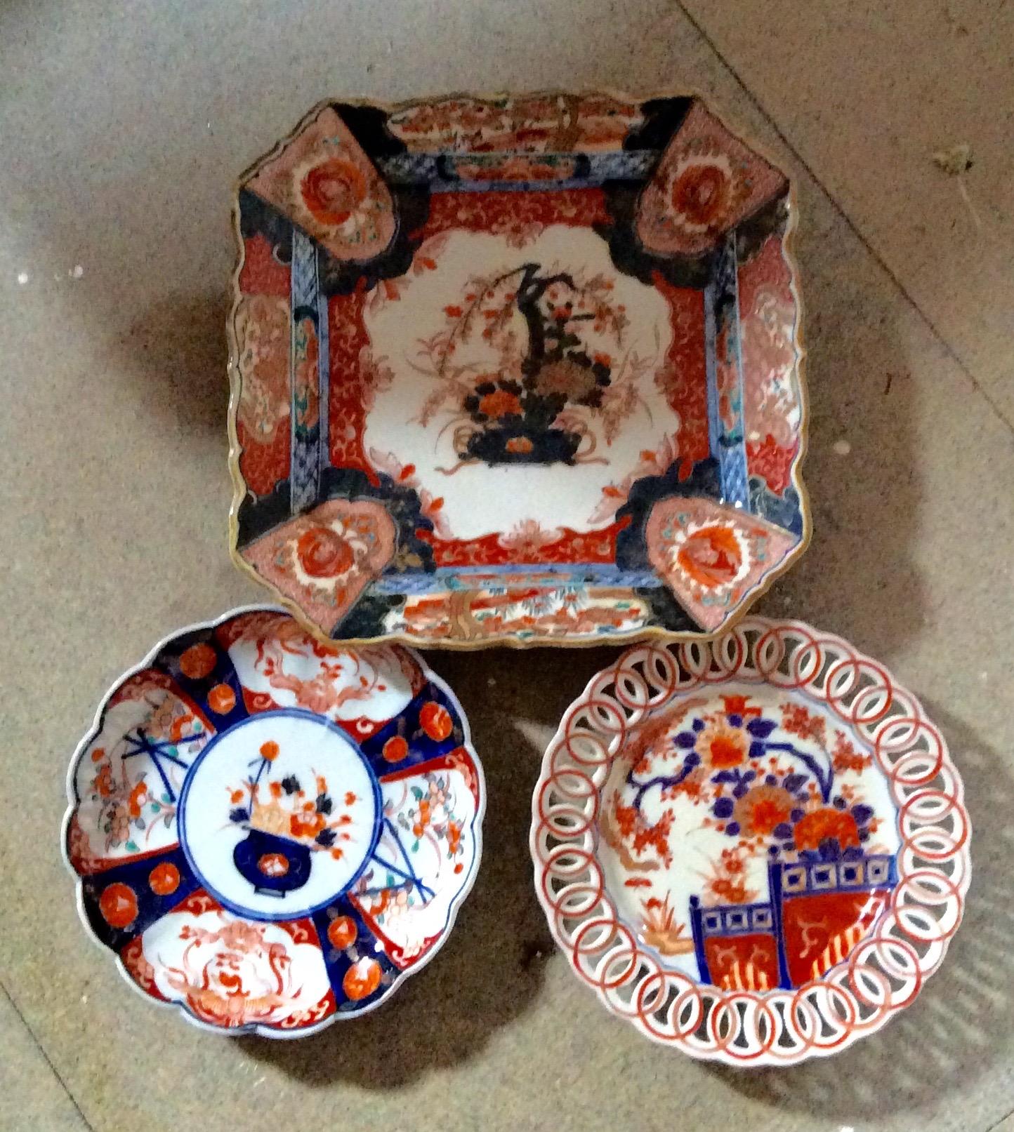 Lot 42 - Three pieces Japanese imari porcelain