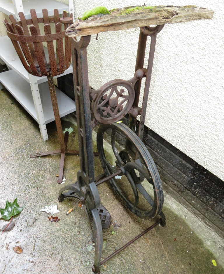 Lot 9 - VINTAGE CAST METAL UPRIGHT PEDAL OPERATED MACHINE STAND