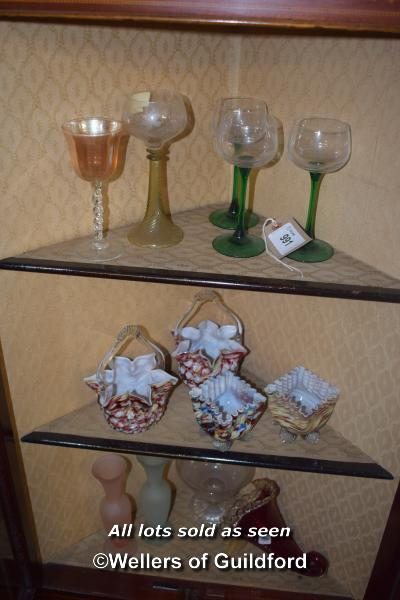 SELECTION OF GLASSWARE INCLUDING COLOURED GLASS