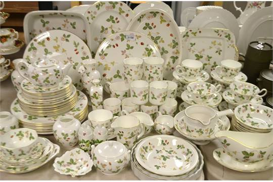 Wedgwood Wild Strawberry Dinner Service