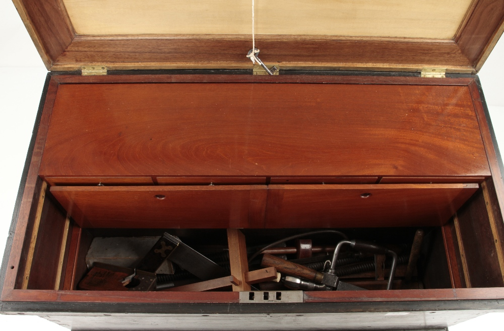 """A pine tool chest 36"""" x 20"""" x 20"""" with mahogany and satin wood panelled lid and a bank of sliding - Image 4 of 4"""