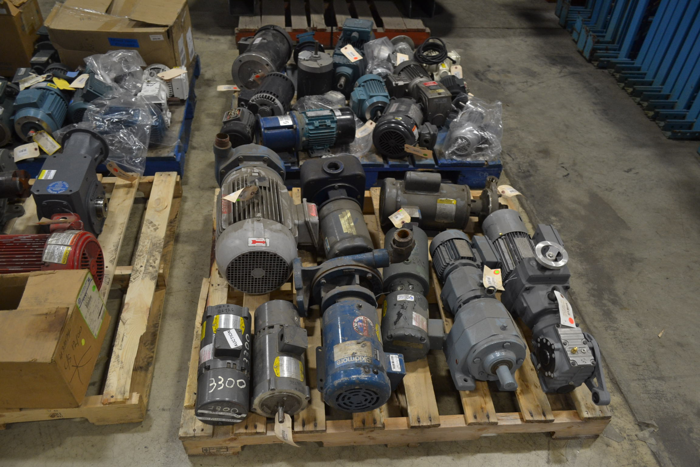 Lot of small motors gear boxes pumps emerson nord baldor for Nord gear motor catalogue