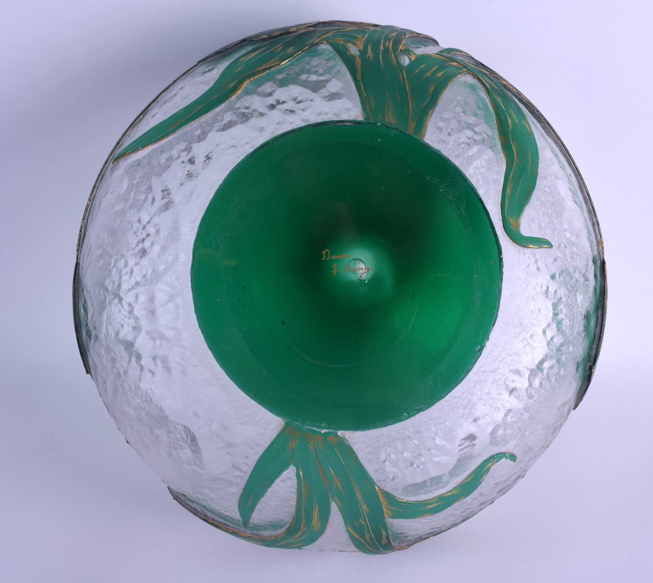 Lot 14 - A LARGE FRENCH ART NOUVEAU DAUM NANCY CAMEO GLASS BOWL with acanthus capped overlay to the rim. 25