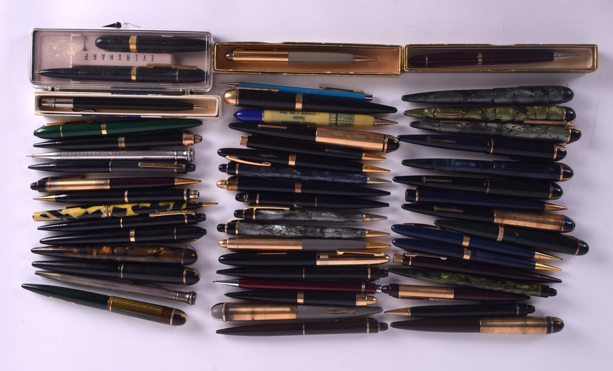 Lot 867 - A COLLECTION OF EVERSHARP PENS including fountains, ball points & pencils, 13 with 14ct gold nibs