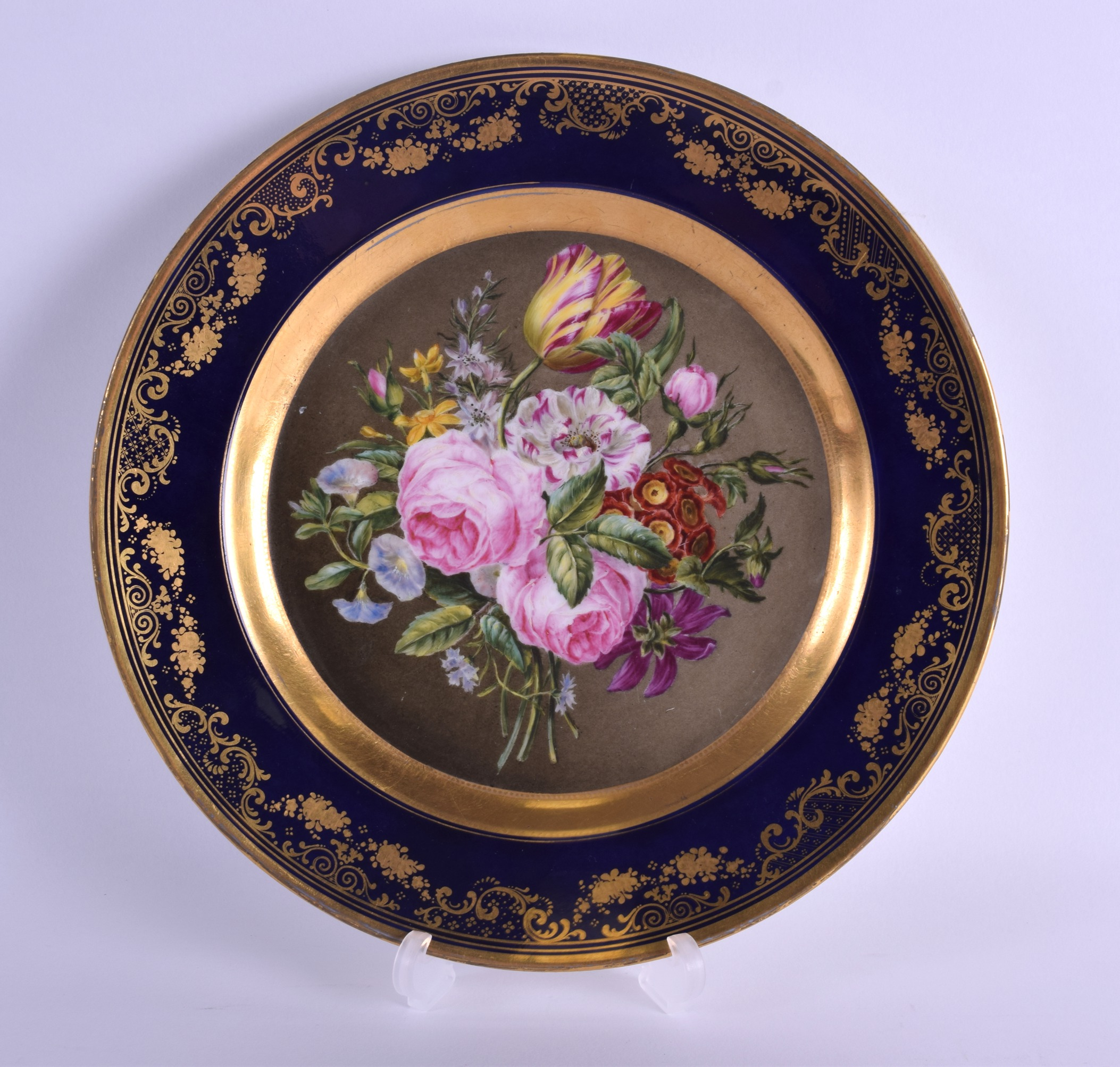 Lot 102 - AN EARLY 19TH CENTURY CHAMBERLAINS WORCESTER CABINET PLATE painted with a bold floral spray within a