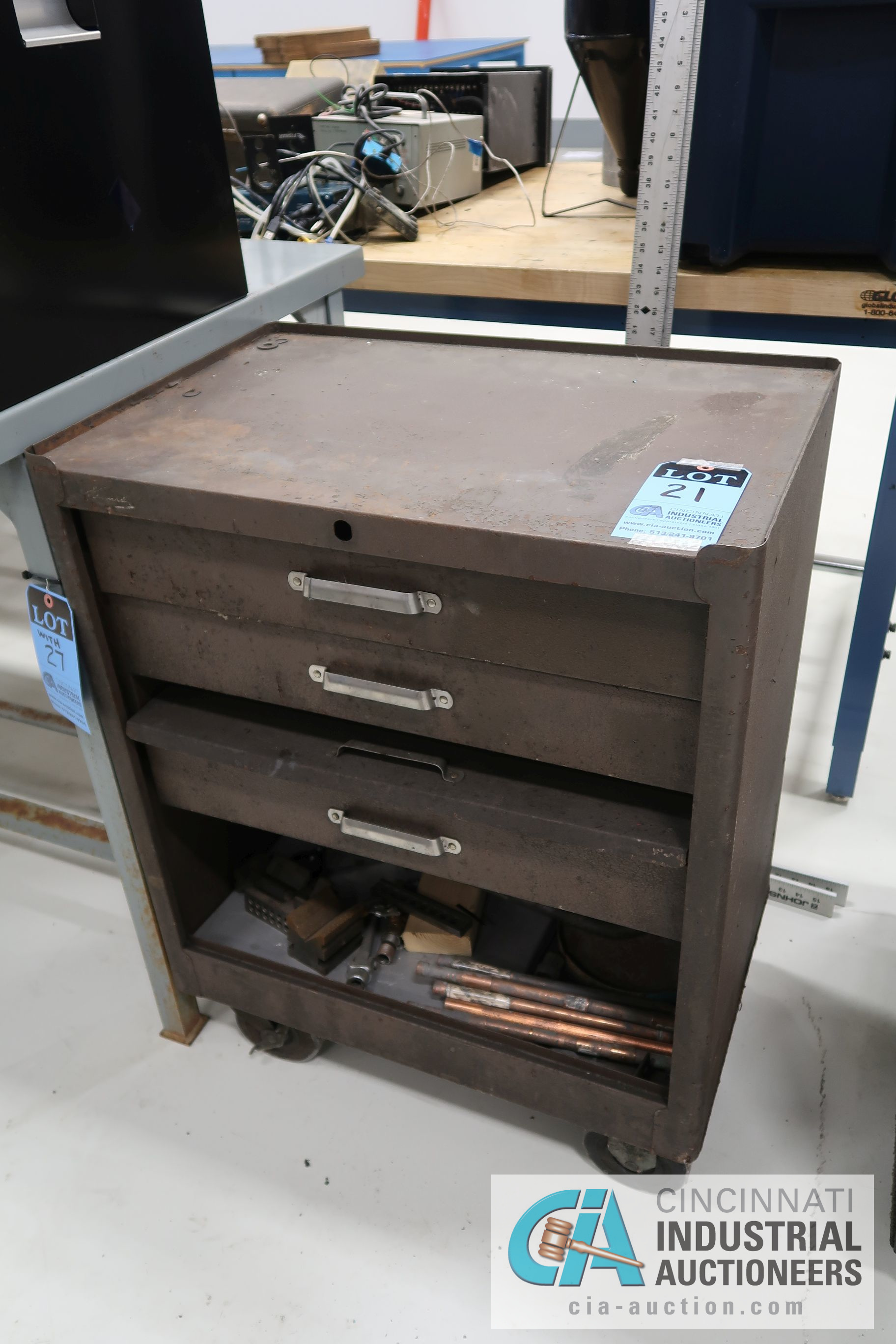 4-DRAWER KENNEDY PORTABLE TOOL CHEST WITH MISCELLANOUS