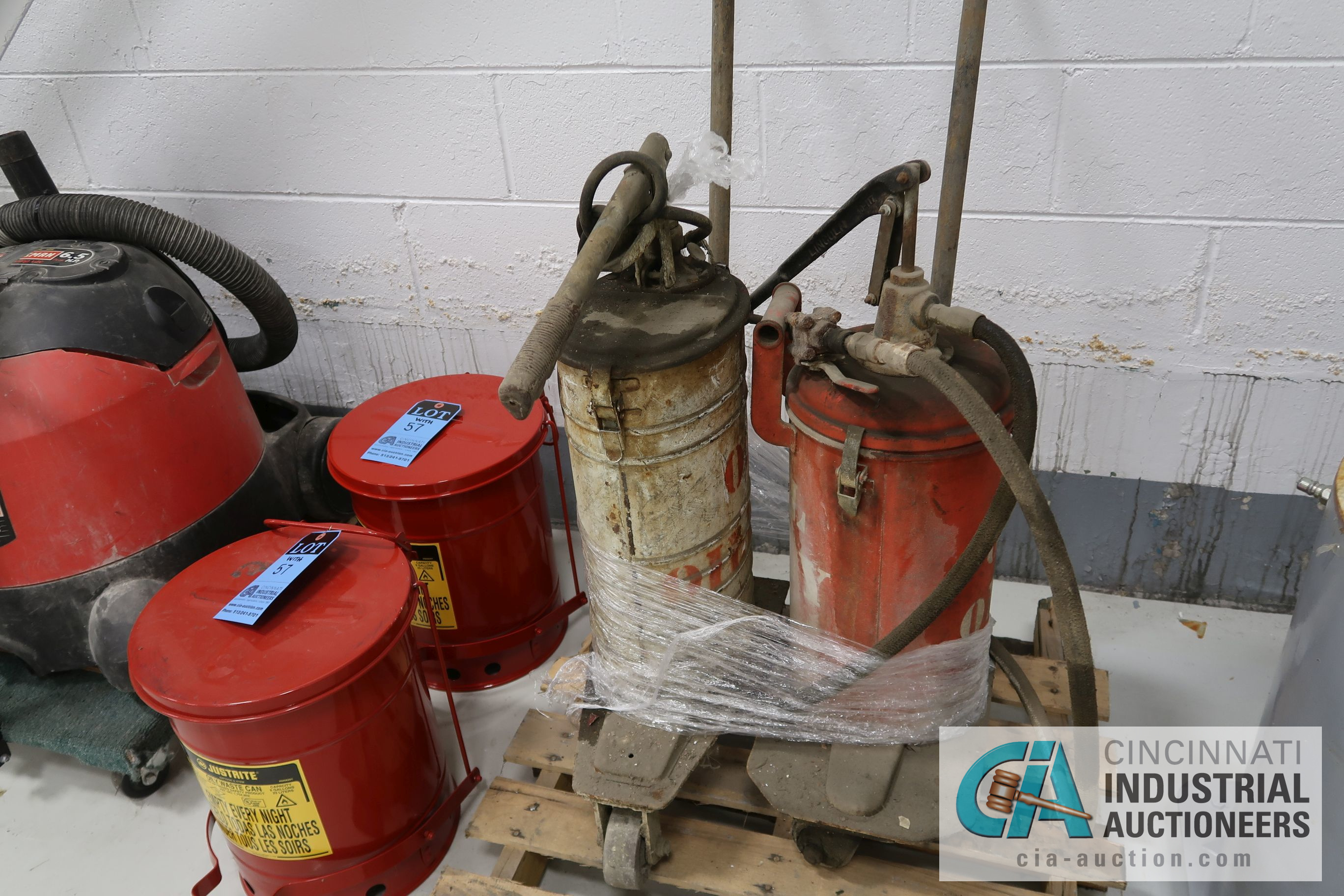 (LOT) MISCELLANEOUS - SAND BLAST POT, KETTLE, HYDRAULIC OIL PUMPS, JUSTRITE OILY WASTE CAN, - Image 3 of 4