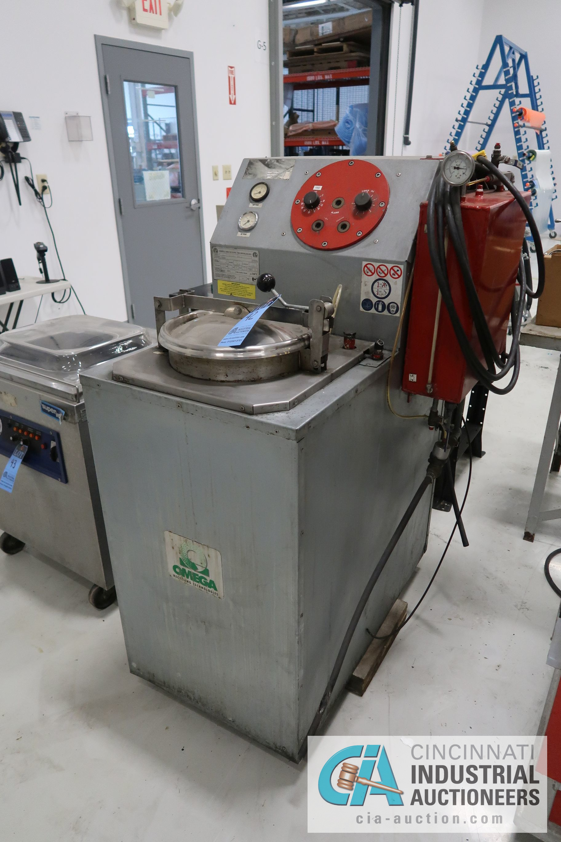 6 GAL. OMEGA RECYCLING TECHNOLIGES MODEL RS-6A SOLVENT RECOVERY UNIT; S/N 0304-1843VP