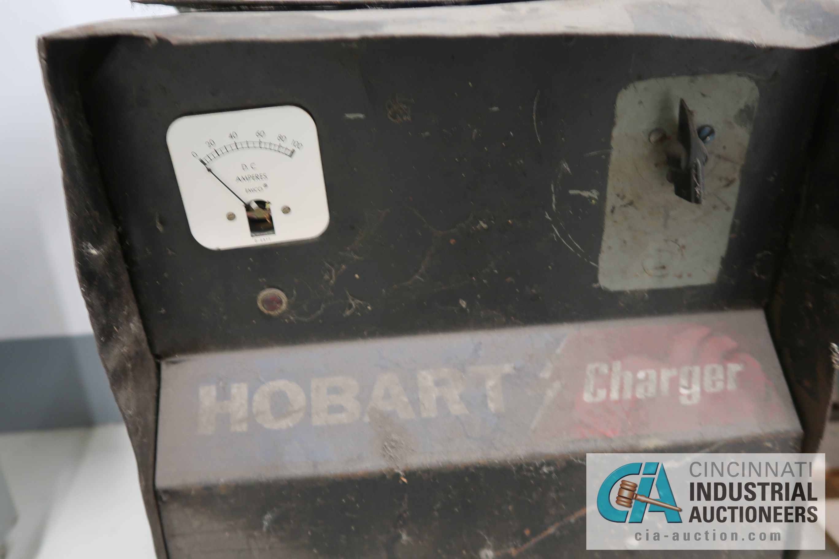 HOBART BATTERY CHARGER - Image 2 of 2