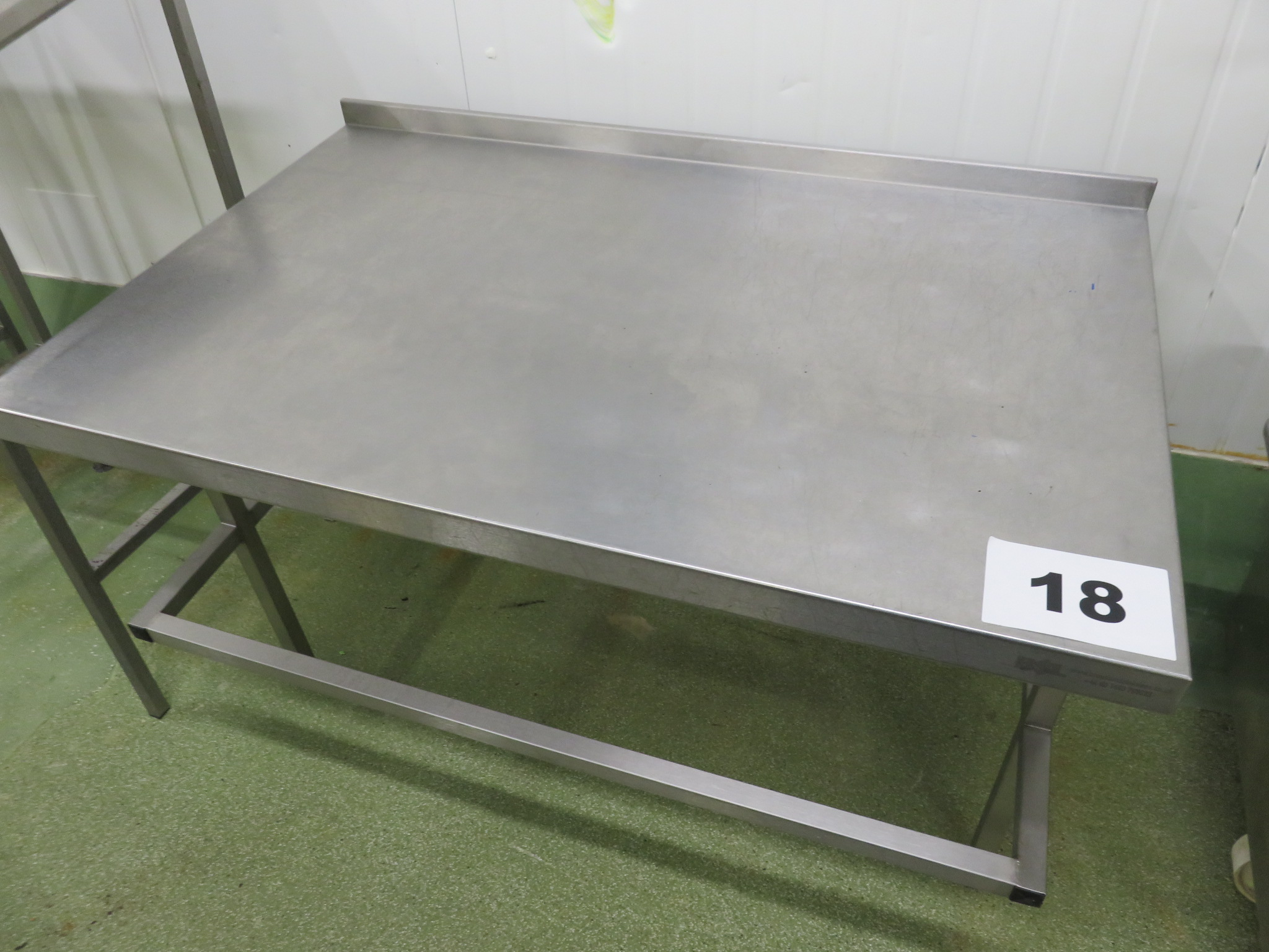 Lot 18 - S/s table. LO £15.