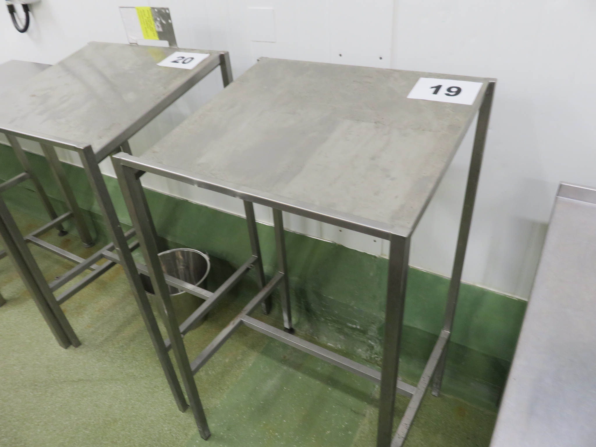 Lot 19 - S/s table. LO £15.