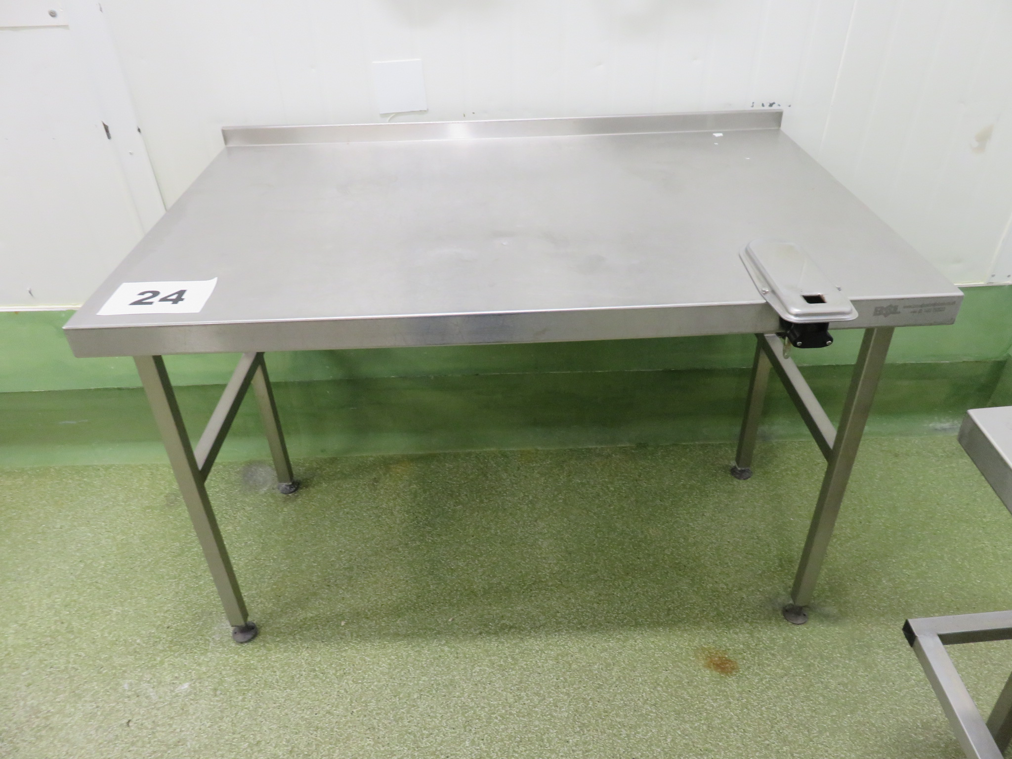 Lot 24 - S/s table. LO £15.