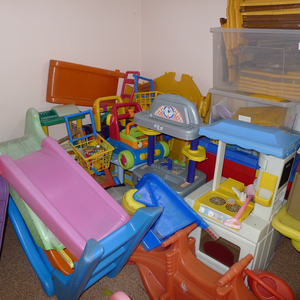 Lot 1 - a qty. of misc. soft play equipment and other children's play toys etc. including; slides, small