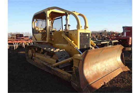 Lot # 1916 IH TD15C Dozer 50,000# Winch, 90% Undercarriage, New