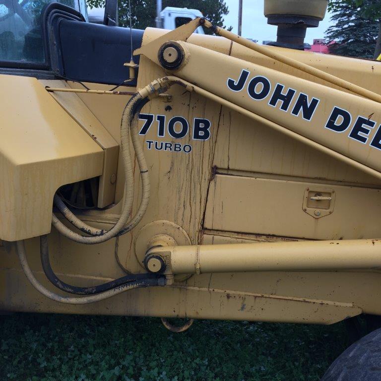 Lot 4 - JOHN DEERE (low hours) 710B FRONT END LOADER c/w: …..