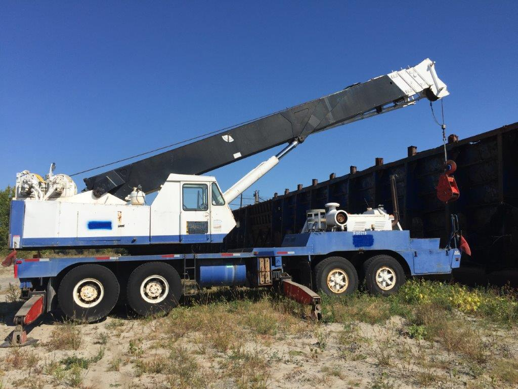 Lot 2 - P & H 60-TON TRAVELLING TELESCOPIC CRANE, 13 SPEED c/w 44FT. BOOM & 26FT. SIDE JIB, AIR BRAKES,