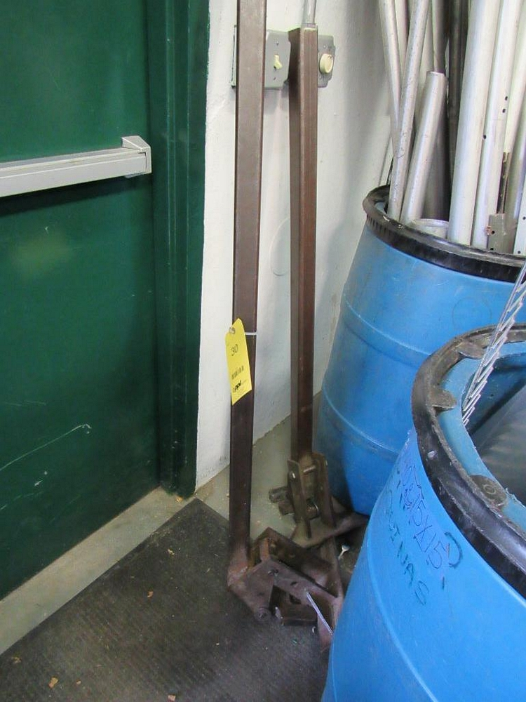 Lot 30 - LOT: (2) Manual Stake Puller