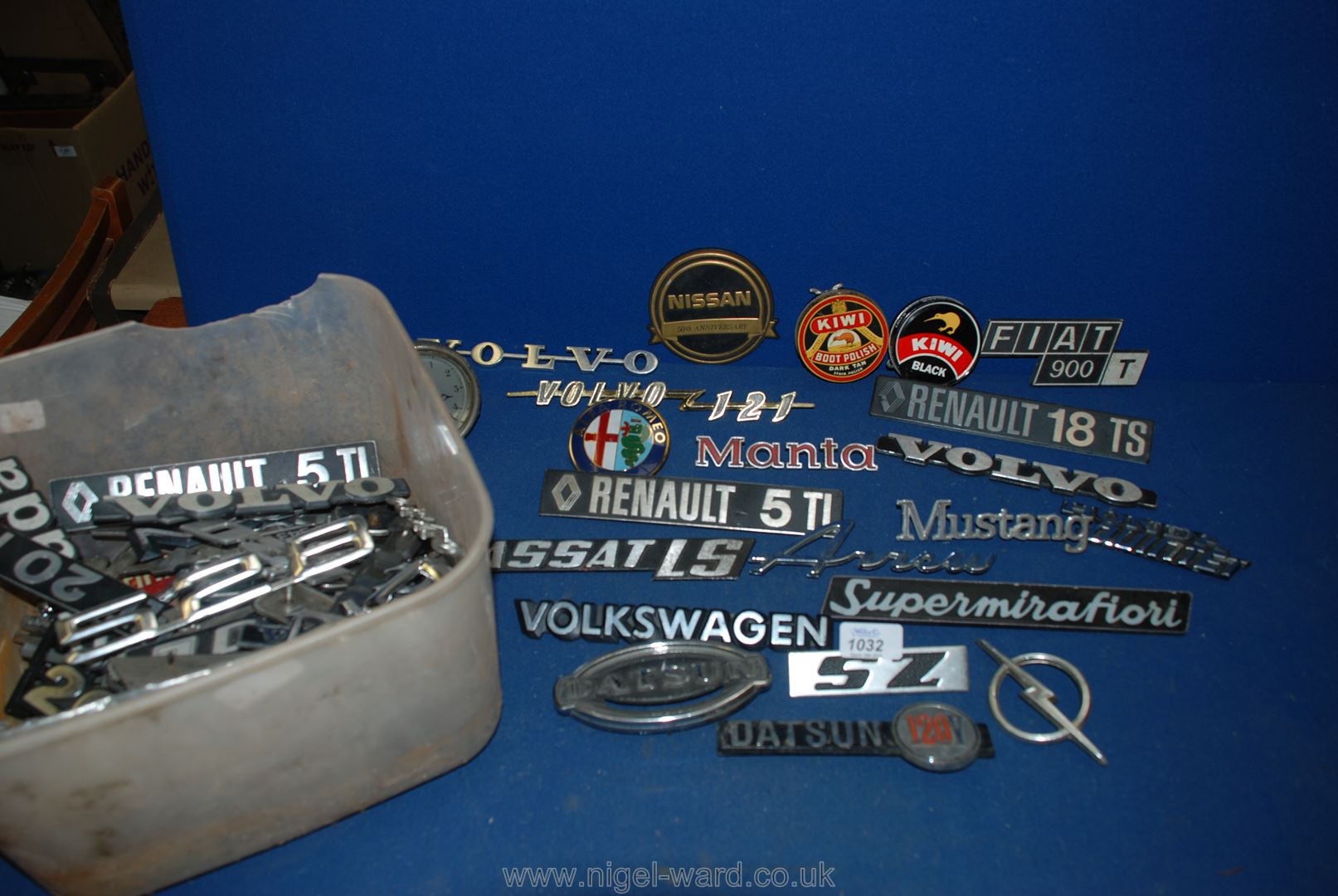 Lot 1032 - A quantity of car mascots and car badges from foreign cars.