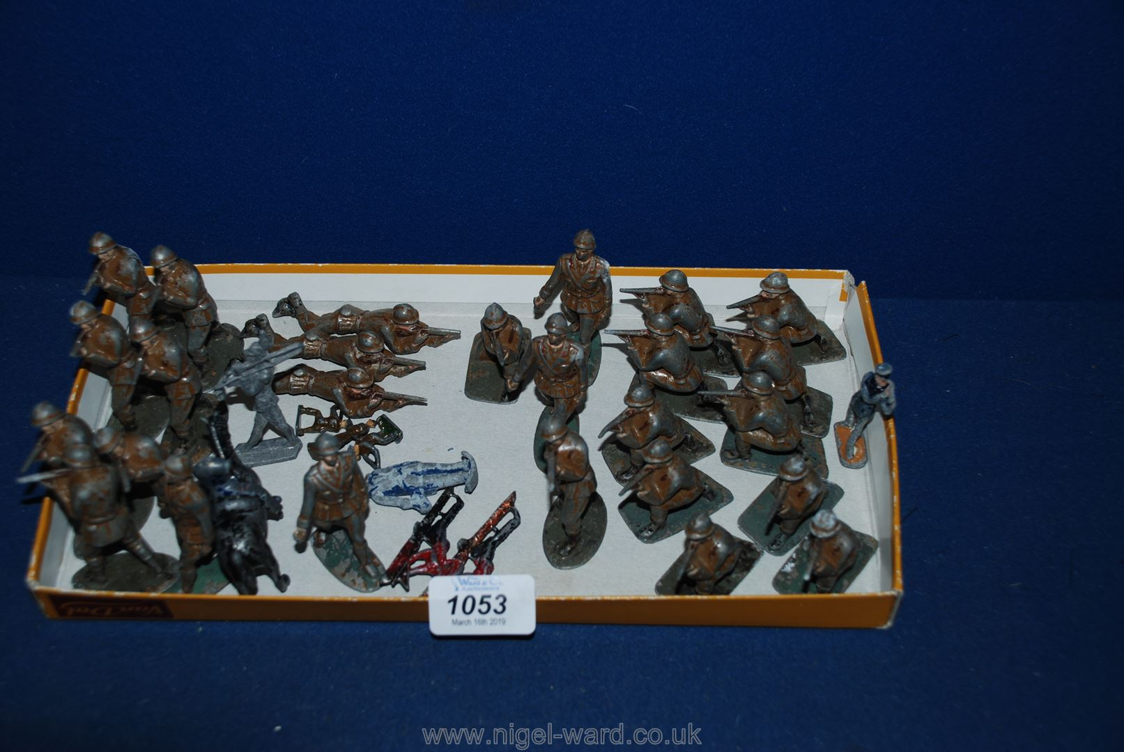 Lot 1053 - A quantity of lead soldiers, standing, crouching, etc.