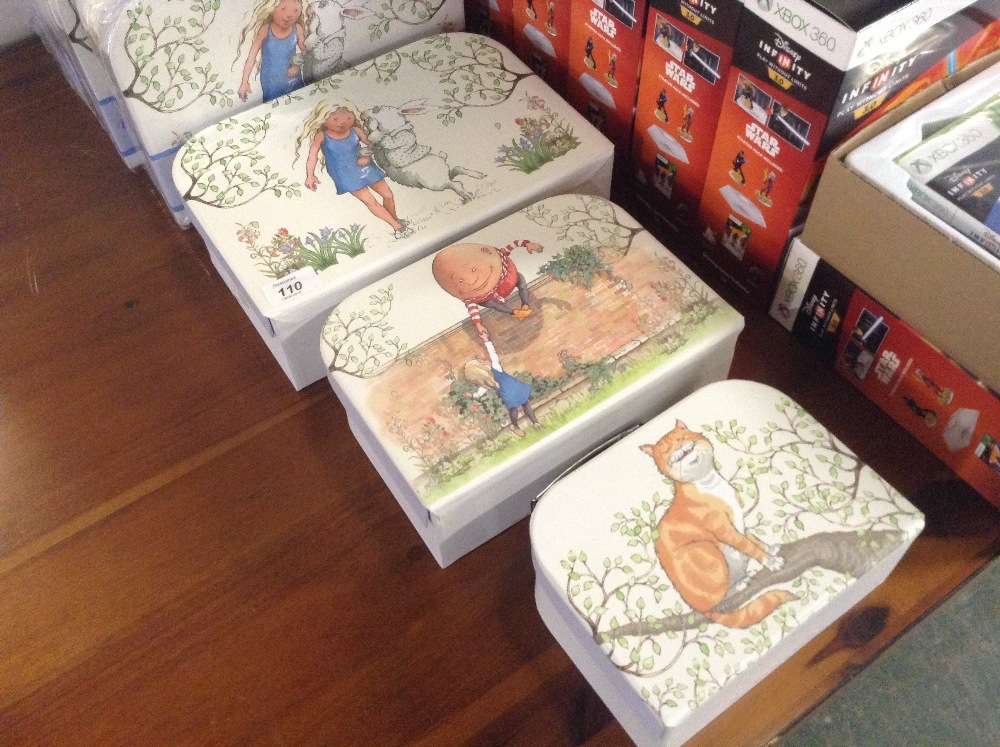 Lotto 107 - SET OF 3 ALICE IN WONDERLAND STORAGE BOXES