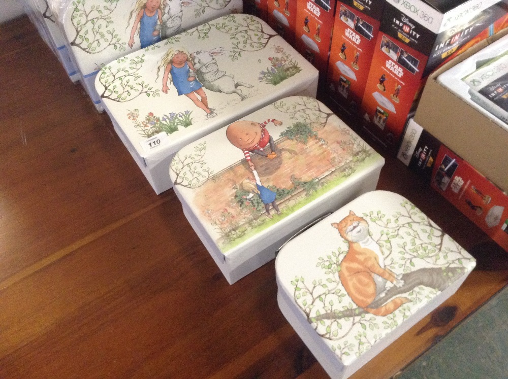 Lotto 109 - SET OF 3 ALICE IN WONDERLAND STORAGE BOXES