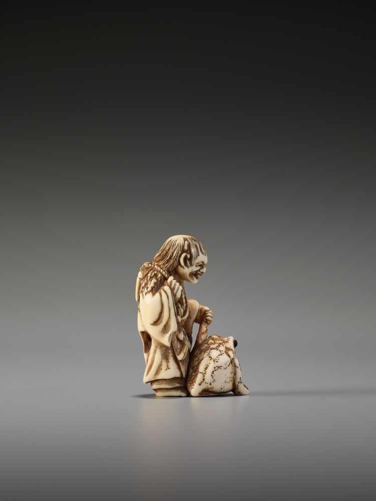 Los 7 - AN IVORY NETSUKE OF GAMA SENNIN WITH LARGE TOADUnsigned, ivory netsukeJapan, 19th century, Edo