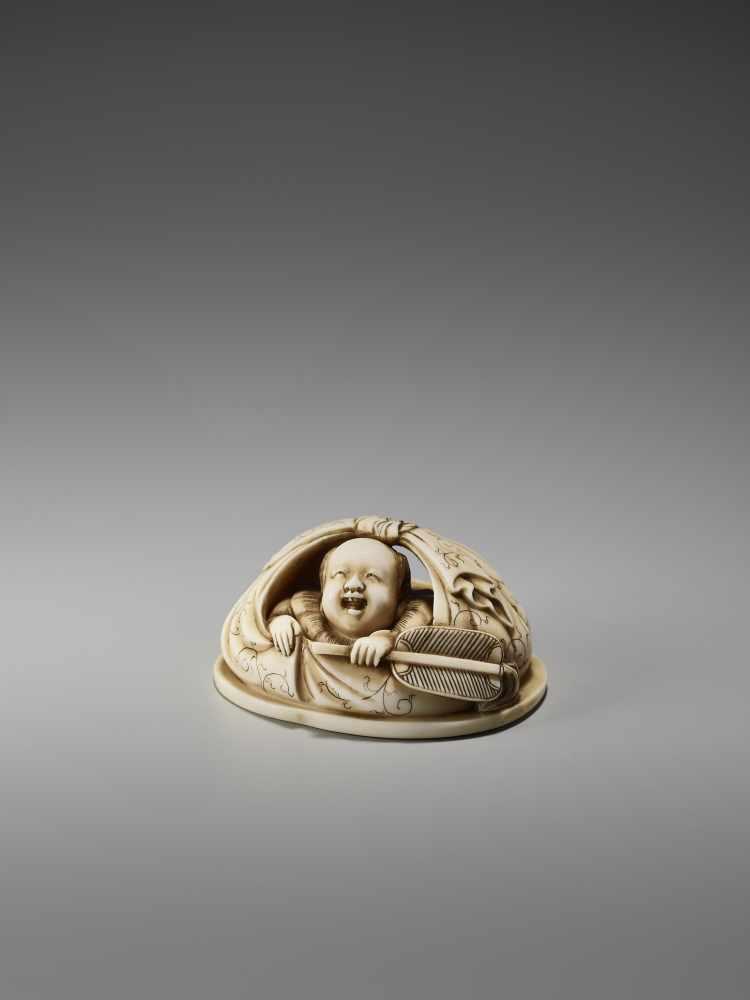 Los 30 - AN IVORY NETSUKE OKIMONO OF A BOY IN HOTEI'S BAGSigned in seal form Tanaka, ivory netsuke-