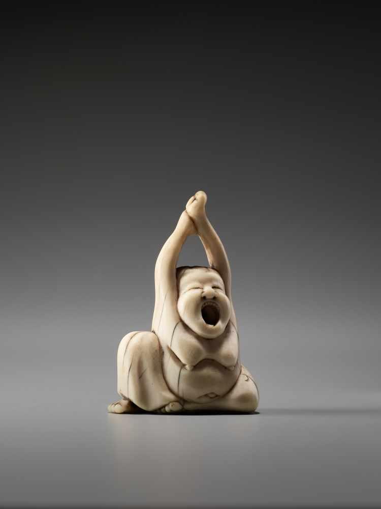 Los 46 - AN IVORY NETSUKE OF OKAME YAWNINGUnsigned, ivory netsukeJapan, early 19th century, Edo period (
