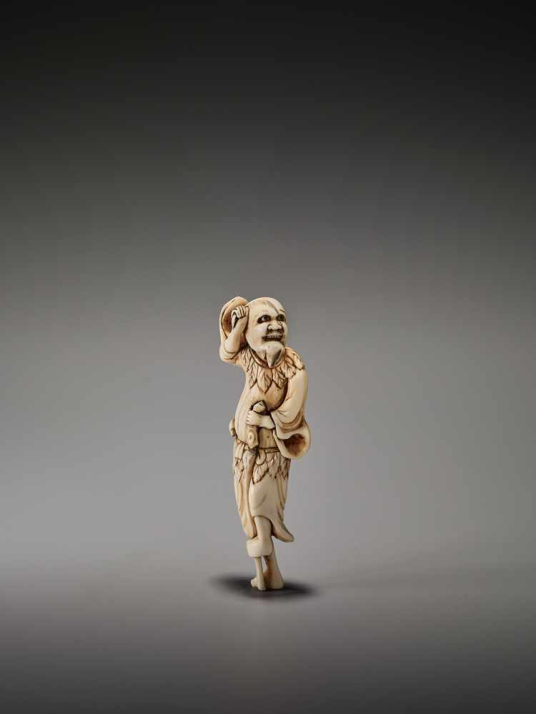 Los 15 - A GOOD TALL IVORY NETSUKE DEPICTING TEKKAI SENNINUnsigned, ivory netsukeJapan, early 19th century,