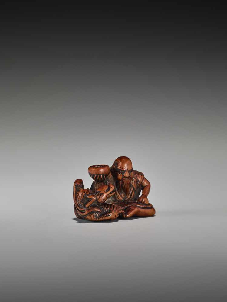 Los 2 - A RARE WOOD NETSUKE OF CHINNAN SENNINUnsigned, wood netsukeJapan, 19th century, Edo period (1615-