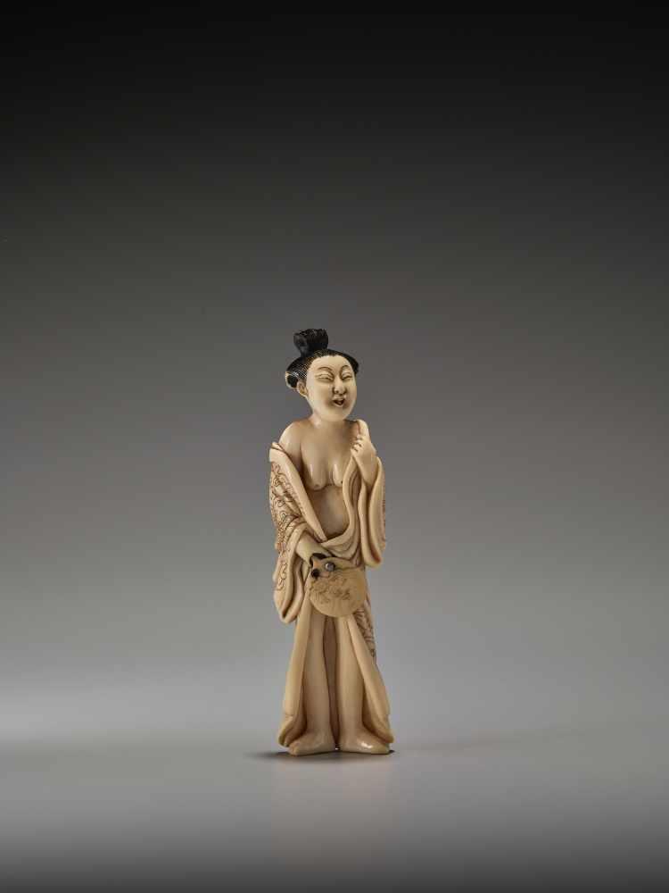 Los 50 - A RARE TALL IVORY SHUNGA NETSUKE OF A BIJINUnsigned, ivory shunga netsukeJapan, mid to late 19th