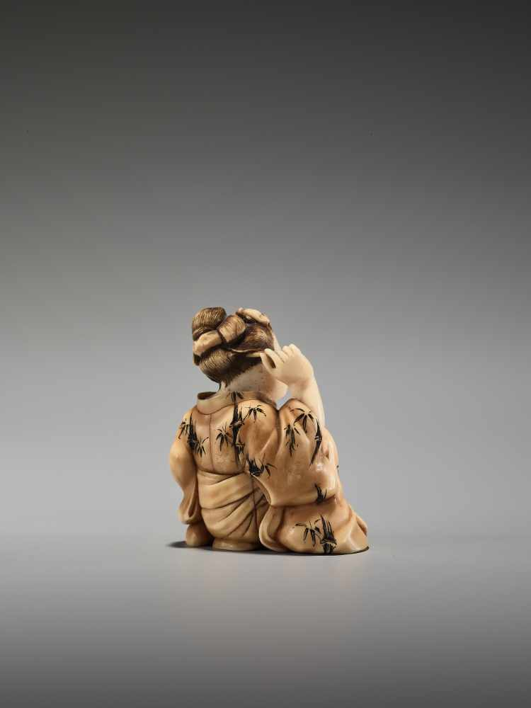 Los 58 - AN IVORY SHUNGA NETSUKE OF A BIJIN BY KOHOSAIBy Kohosai, ivory shunga netsuke with some