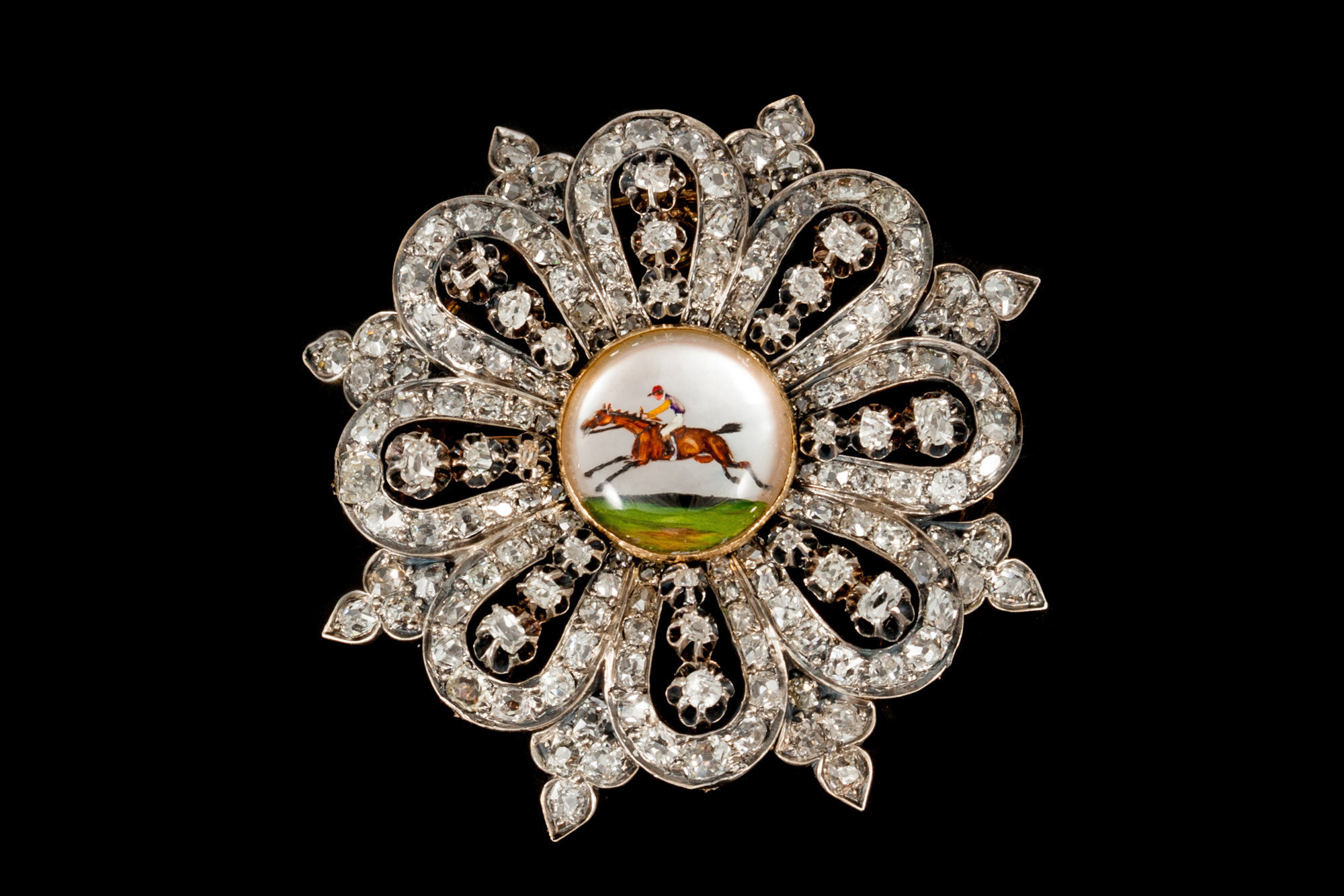 Lot 52 - AN EDWARDIAN DIAMOND BROOCH, set throughout with old cut diamonds of approx. 9.