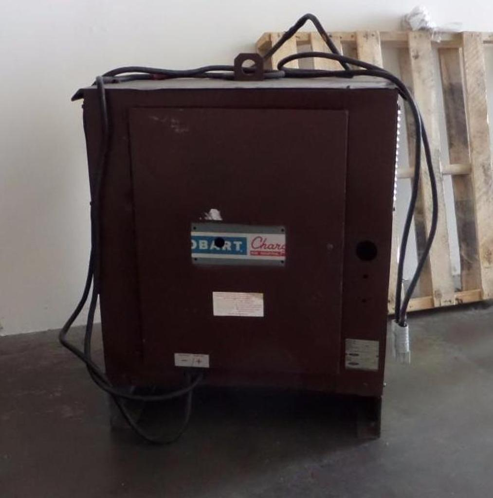 Lot 1930 - Hobart Battery Charger