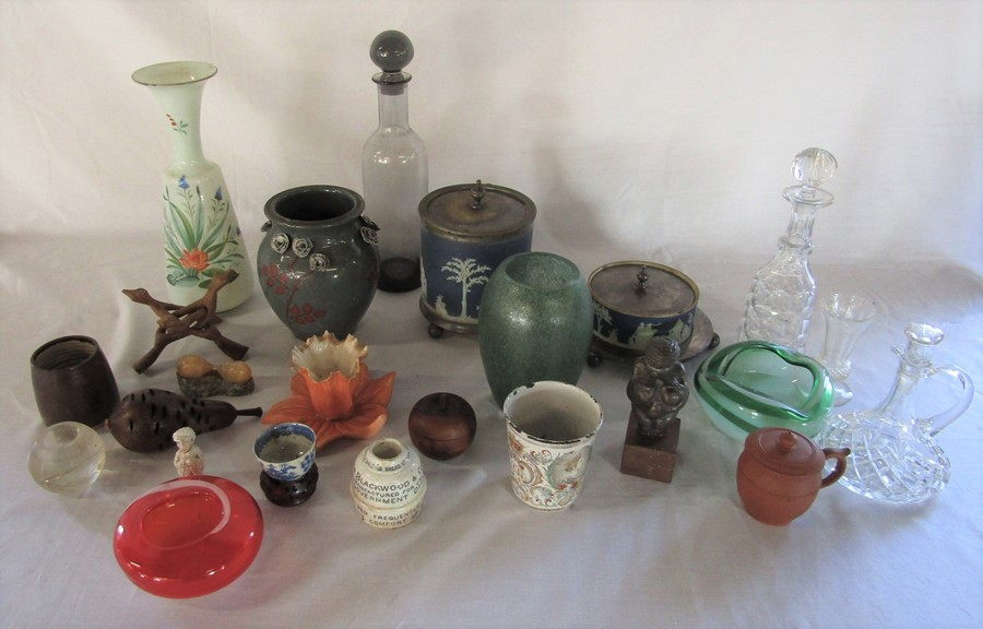 Lot 56 - Assorted ceramics and glassware inc Wedgwood biscuit barrel, Royal China Works Worcester & Wade