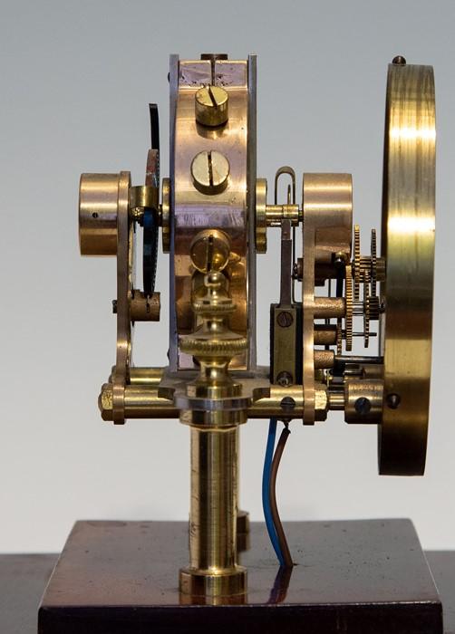An early 20th Century Century Eureka electro-magnetic bracket clock, glazed case, Arabic numeral - Image 5 of 5