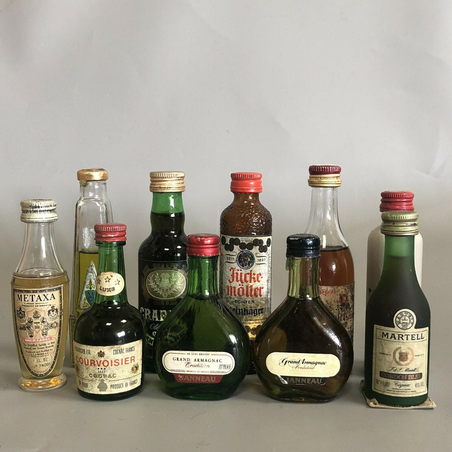 Lot 30 - A parcel of 10 alcoholic drink miniatures with free UK delivery and No Reserve