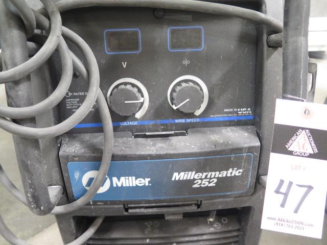 Lot 47 - Miller Millermatic 252 Wire Welder s/n LJ140076B