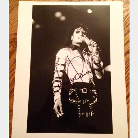 Lot 48 - 1989 Signed Michael Jackson's signed press photo