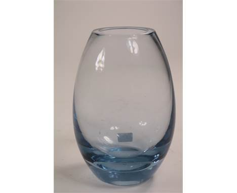 Dikglazen druppelvormige vaas, ges. Holmegaard 1960, h. 16 cm.